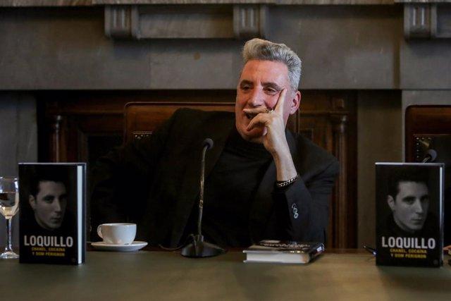 El cantante José María Sanz, 'Loquillo', durante la presentación de su libro 'Chanel, Cocaína y Don Perignon'.