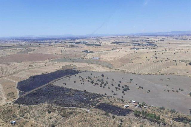 Imagen aérea de la zona afectada por el incendio en Alcaracejos.