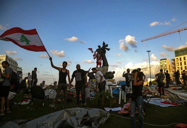 Líbano.- Manifestantes bloquean zonas de la capital de Líbano en nuevas protesta