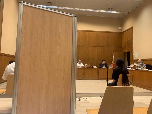 Primera sessió del judici a un home per assaltar sis dones a l'Audiència de Barcelona