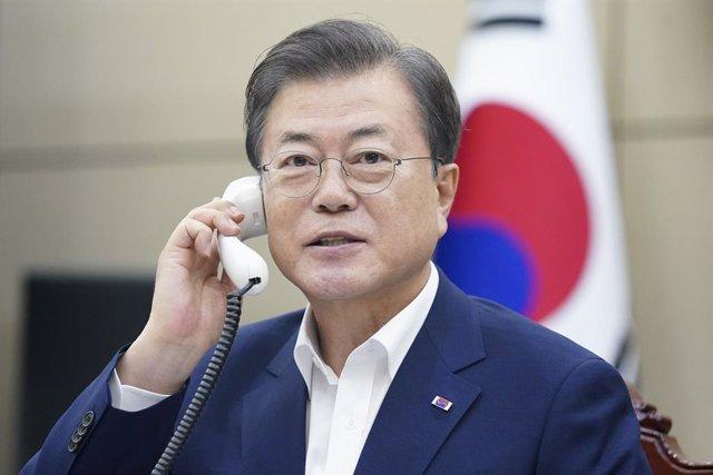 Corea.- Moon expresa su deseo de que Trump se reúna con Kim antes de las preside