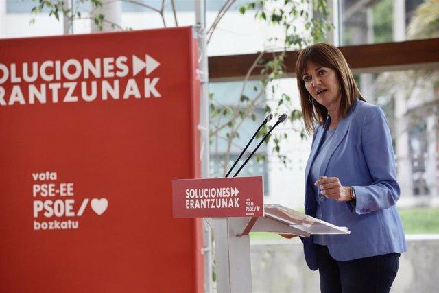 La candidata socialista a lehendakari de los comicios vascos del 12 de julio, Idoia Mendia, durante su intervención en un acto electoral del PSE-EE