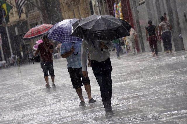 Imagen de archivo de fuertes lluvias en Brasil.