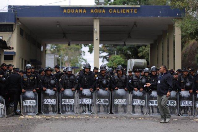 Honduras.- La Policía de Honduras disuelve una nueva caravana de migrantes un dí