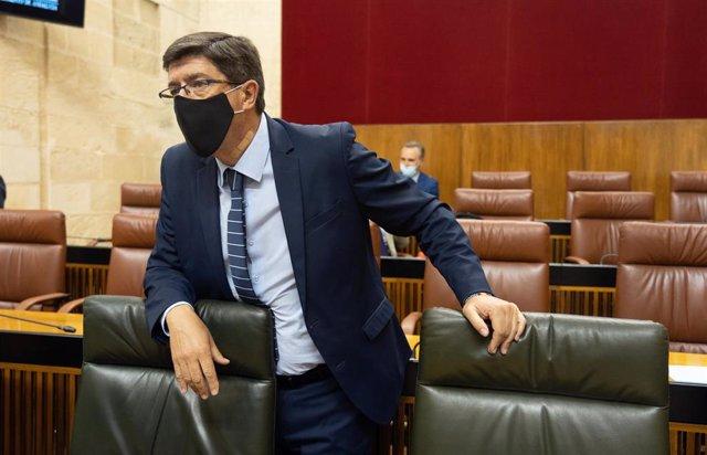 El vicepresidente de la Junta, Juan Marín, en el  debate para la convalidación de un decreto-ley de apoyo al sector turístico del covid-19  en la primera jornada del Pleno del Parlamento andaluz. Sevilla a 1 de julio del 2020