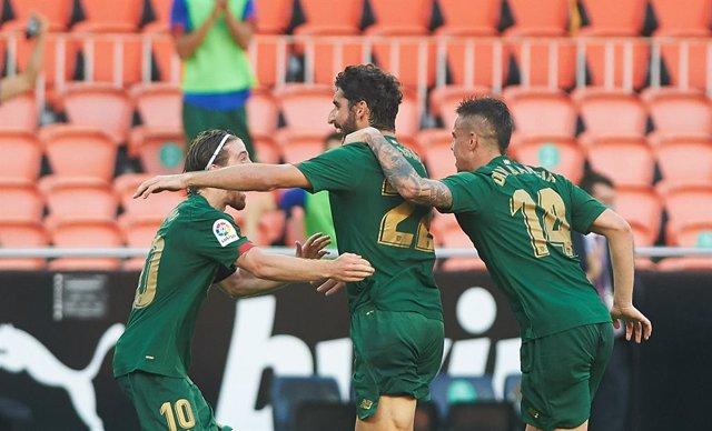 Fútbol/Primera.- (Crónica) El Athletic acelera por Europa y amarga el debut de V