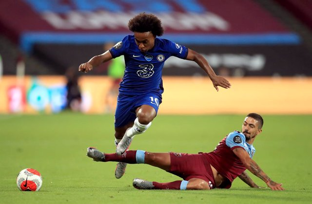Fútbol/Premier.- (Crónica) El Chelsea pone en peligro su plaza de 'Champions' tr