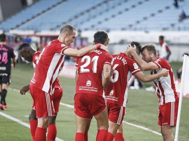 Fútbol/Segunda.- (Crónica) El Almería cambia su suerte y frena al Sporting