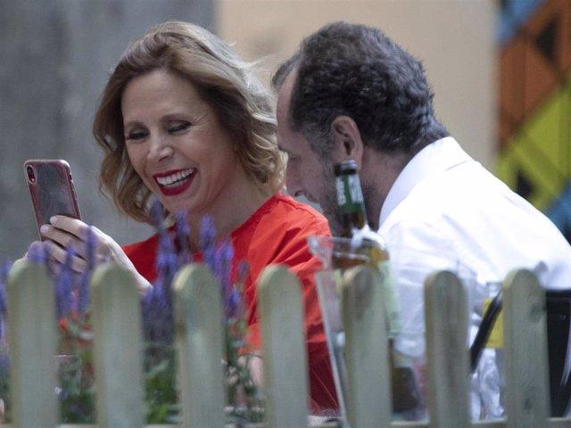 Agatha Ruiz de la Prada y Luis Gasset, de lo más complices durante una íntima velada