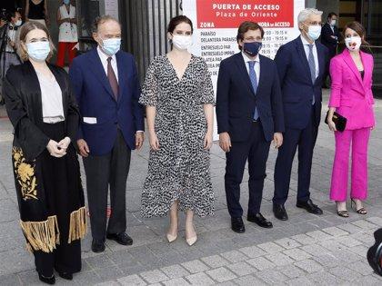 Numerosos rostros conocidos acuden a la reapertura del Teatro Real