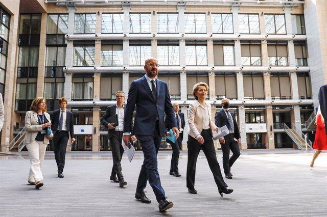 La presidenta de la Comisión Europea, Ursula von der Leyen, y el presidente del Consejo Europeo, Charles Michel