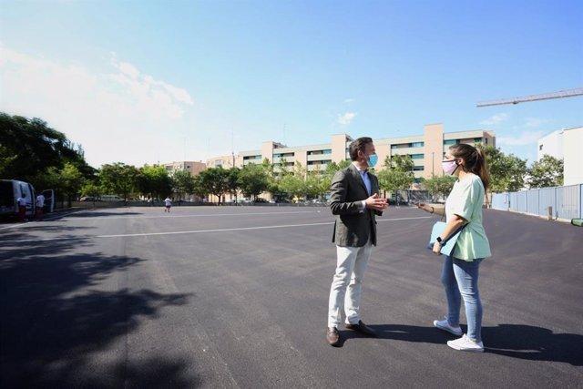 El consejero de Urbanismo de Zaragoza visita las obras del colegio público Hilarión Gimeno.