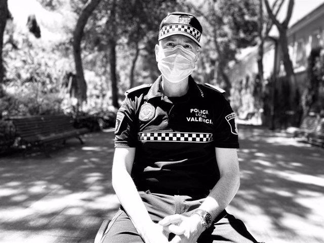Un agente de la Policía Local de València