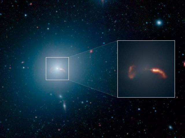 Revelada la estructura del famoso chorro de materia de M87, la galaxia más brill