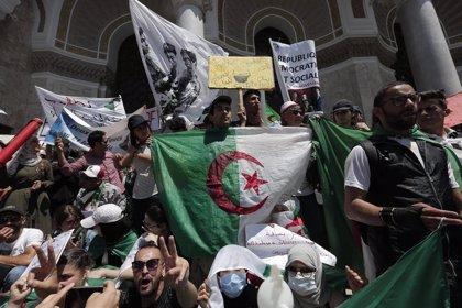 Un tribunal de Argel autoriza la libertad provisional de Karim Tabu, uno de los líderes de las protestas