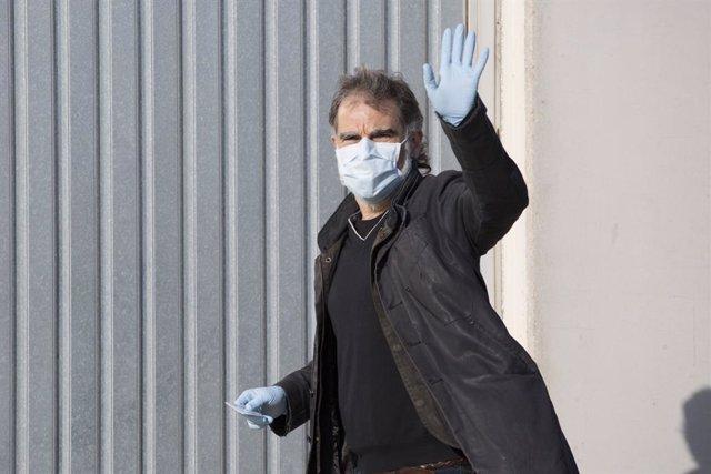 El president d'Òmnium, Jordi Cuixart, arriba a la seva fàbrica de Sentmenat (Barcelona), que forma part de la cadena de serveis essencials durant la pandèmia de coronavirus.