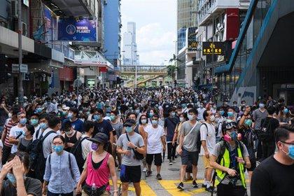 China amenaza con responder a Reino Unido por la ampliación de derechos a los hongkoneses