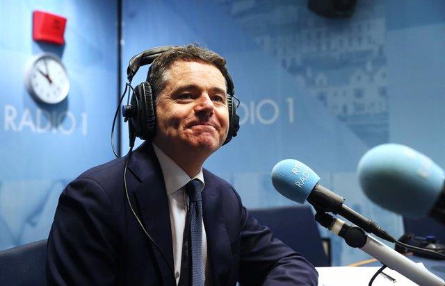 Economía.- El ministro irlandés de Finanzas considera que la UE no debería aprob
