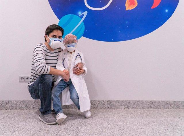 Ahinara, una niña de seis años procedente de Ecuador que ha sido tratada con protonterapia de un tumor cerebral en la Clínica Universidad de Navarra