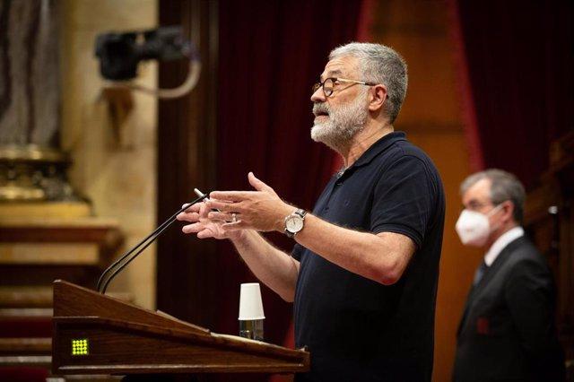 El diputado de la CUP en el Parlament Carles Riera en el pleno monográfico del Parlament sobre la gestión del coronavirus.