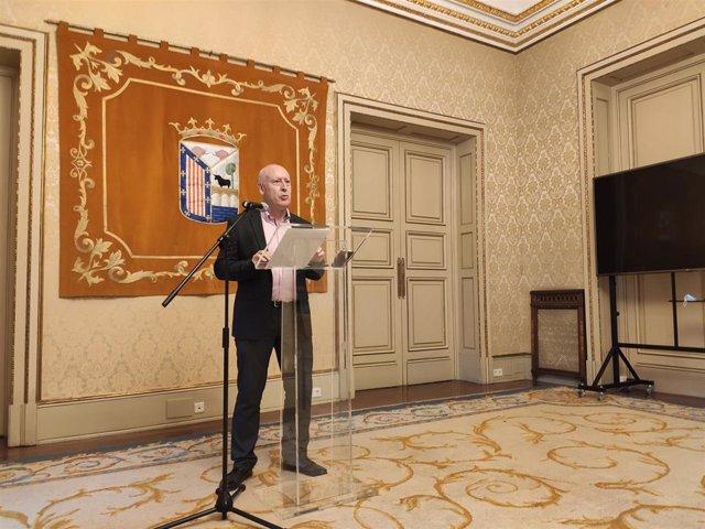 El concejal de Comercio, Juan José Sánchez, presenta el programa de transformación digital.