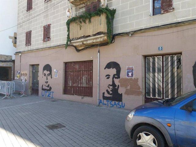 Pintada en Alsasua (Navarra) con la cara de dos de los detenidos por la agresión a guardias civiles en 2016.