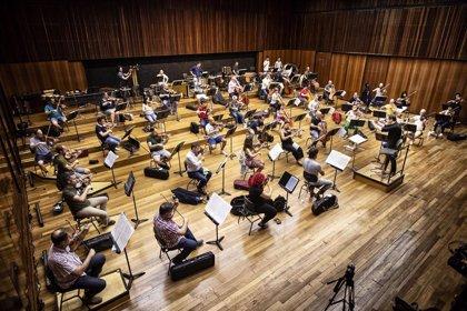"""La Orquestra de València clausura Serenates 2020 con la """"sobrecogedora"""" sinfonía 'El año 1917' de Shostakóvich"""