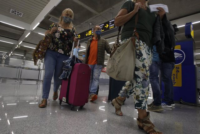 Viajeros procedentes de Alemania llegan al Aeropuerto de Palma