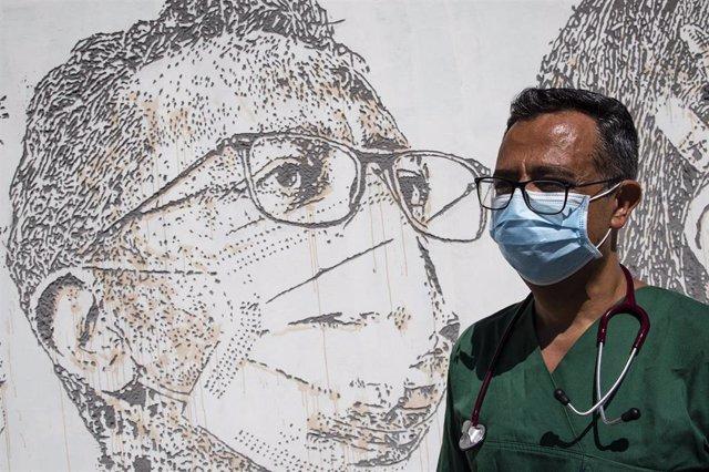 Mural en homenaje a los profesionales sanitarios en Oporto