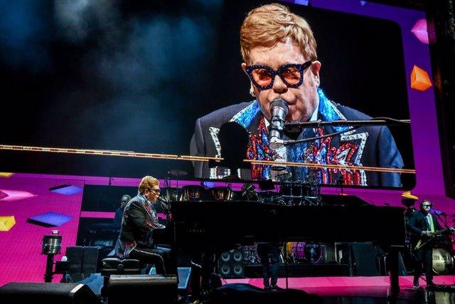 El músico británico Elton John actúa en el Wizink Center de Madrid