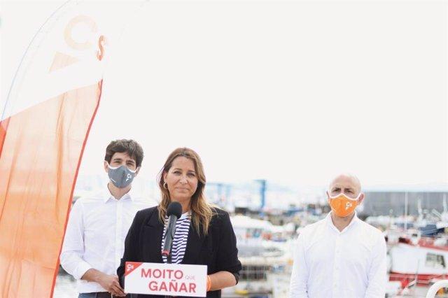 La candidata de Ciudadanos a la Presidencia de la Xunta, Beatriz Pino, y el eurodiputado Adrián Vázquez, tras encuentros con el sector pesquero