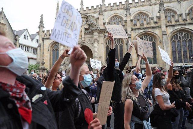 R.Unido.- Boris Johnson condena la retirada de la estatua del colonialista Cecil