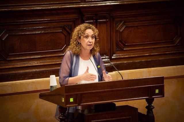 La Consejera de Justicia de la Generalitat, Ester Capella, durante su intervención en una sesión plenaria, en el Parlamento catalán, en la que se debate la gestión de la crisis sanitaria del COVID-19.