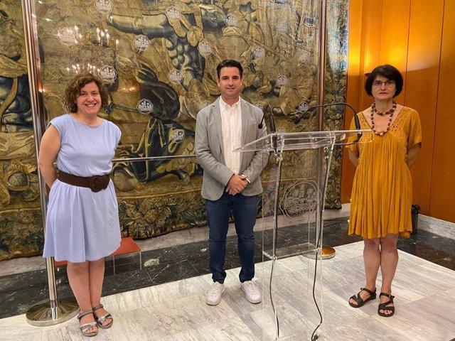 Los ediles de IU Pedro García (centro), Amparo Pernichi (dcha.) y Alba Doblas (izda.).