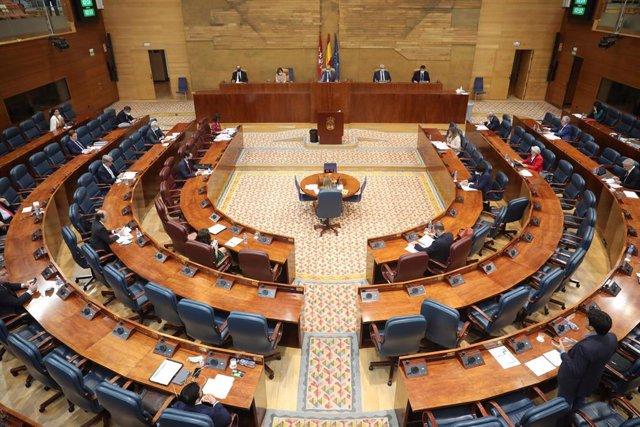 Hemiciclo de la Asamblea de Madrid durante una sesión plenaria enfocada en la crisis en las residencias de mayores de la región durante la pandemia del Covid-19 y las desavenencias que se han producido entre la Consejería de Sanidad y Políticas Sociales s