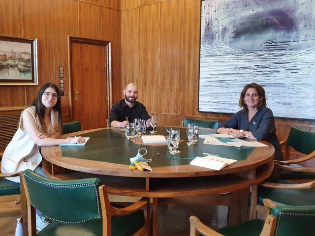Representantes del Consejo de la Juventud de España (CJE) se reúnen con la ministra de Transición Ecológica, Teresa Ribera.