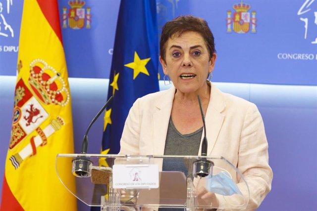 La portavoz de EH Bildu, Mertxe Aizpurua, en una rueda de prensa en el Congreso