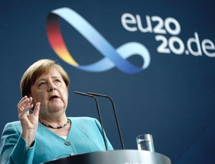 """Merkel reclama una respuesta económica """"masiva"""" de la UE a la situación """"más difícil"""" de su historia"""