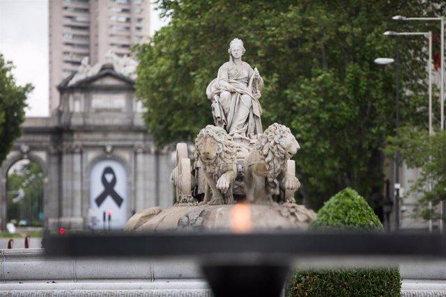 Pebetero instalado en la calle Alcalá, frente al Palacio de Cibeles, el 15 de mayo de 2020.