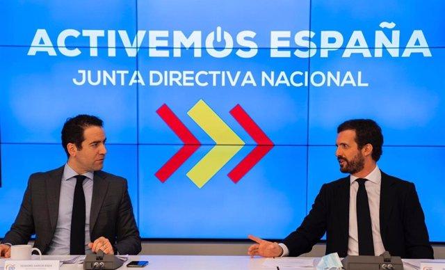 El presidente del PP, Pablo Casado, y el secretario general del PP, Teodoro García  Egea, en  la reunión de la Junta Directiva Nacional del partido. En  Madrid, a 8 de junio de 2020.