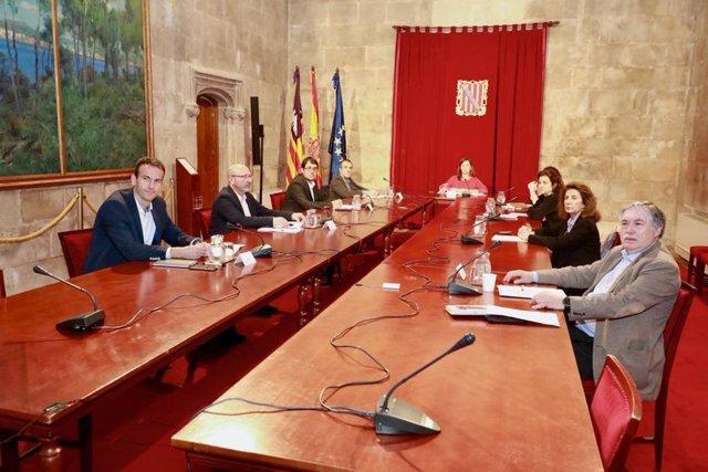 La presidenta del Govern, Francina Armengol, se reúne con los agentes sociales y económicos de Baleares ante la crsis del COVID-19.