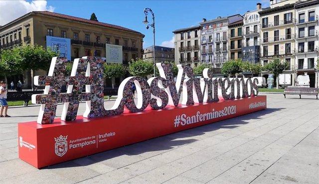 Escultura en la Plaza del Castillo de Pamplona que recuerda que los Sanfermines regresarán en 2021