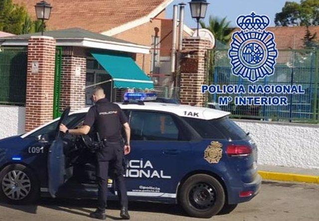 Imagen de un coche patrulla, en el lugar de los hechos
