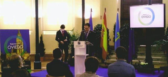 Alfredo Canteli durante la presentación de la campaña 'Seguramente Oviedo'.