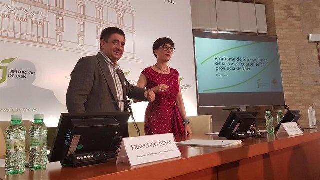 Elpresidente de la Diputación de Jaén, Francisco Reyes, y la directora general de la Guardia Civil, María Gámez, tras la firma del convenio
