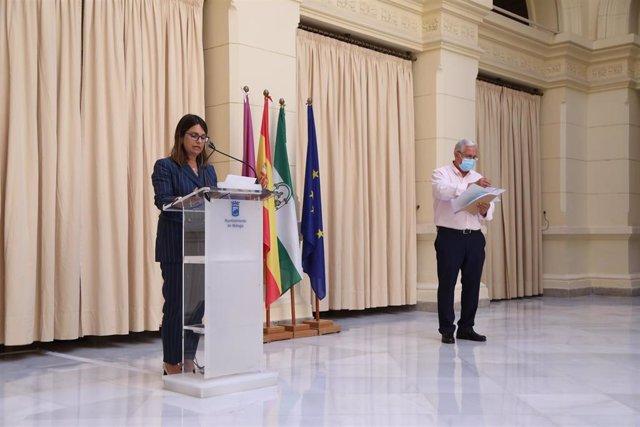 La portavoz del equipo de gobierno del Ayuntamiento de Málaga, Susana Carillo, y el edil de movilidad, José del Río.
