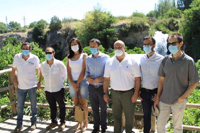 El consejero de Desarrollo Sostenible, José Luis Escudero, en si visita a las Lagunas de Ruidera.
