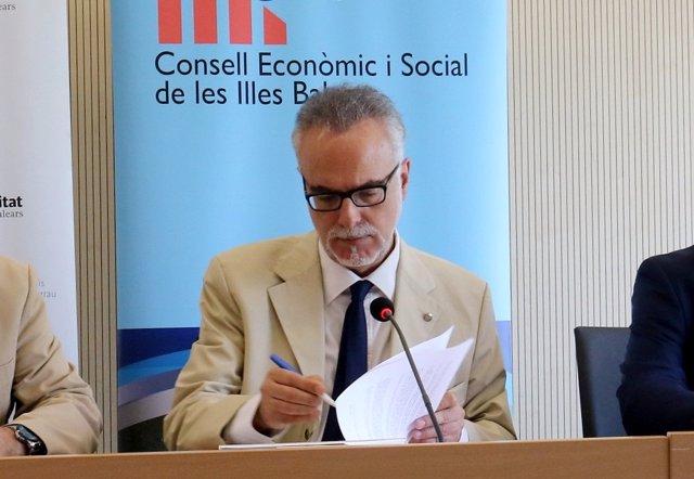 El hasta ahora presidente del CES, Carles Manera, durante la firma de un convenio en la UIB en mayo de 2018.