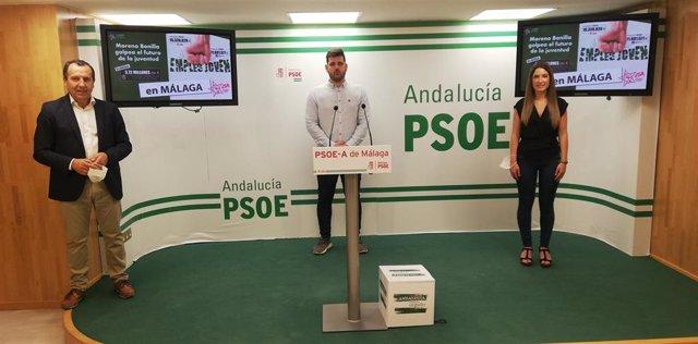 Ana Villarejo, José Luis Ruiz Espejo y Alejandro Moyano en rueda de prensa en Málaga capital sobre el recorte de la Junta a los planes de empleo joven