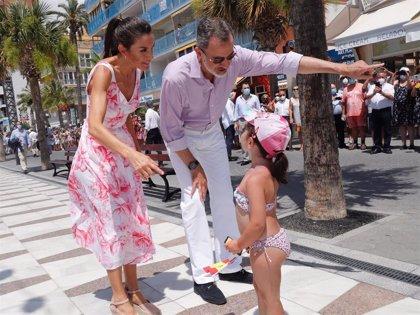 La Reina Letizia elige Benidorm para lucir por fin el vestido con el que nos enamoró en Mallorca el verano pasado